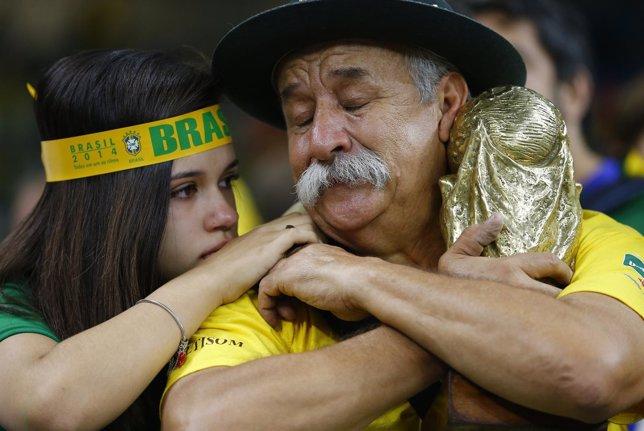 La afición brasileña llora la eliminación