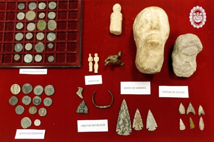 La Policía Local interviene piezas arqueológicas en el Charco de la Pava