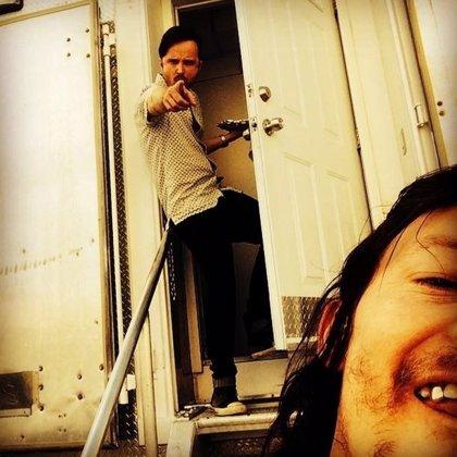 ¿Aaron Paul en el set de The Walking Dead con Norman Reedus?