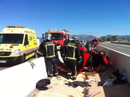 Heridos dos ancianos al volcar su vehículo en El Molar