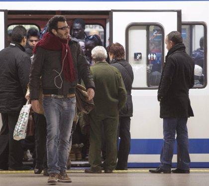 Los usuarios del Metro caen un 1,4%, mientras que los del autobús bajan un 1,8%