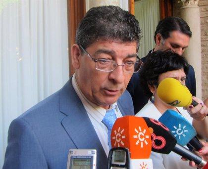 """Valderas reclama """"agilidad"""" a la Justicia con los casos de corrupción, que se convierten en """"dimes y diretes"""" políticos"""
