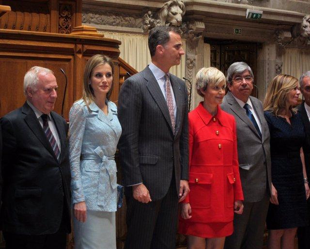 Los Reyes con la presidenta de Asamblea portuguesa y portavoces parlamentarios