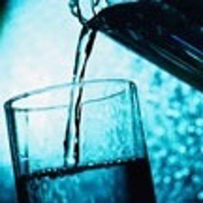 Cruz Roja aconseja beber mucha agua y protegerse del sol ante las altas temperaturas de los próximos días