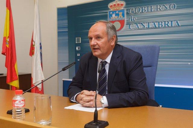 El consejero de Medio Ambiente, Javier Fernández