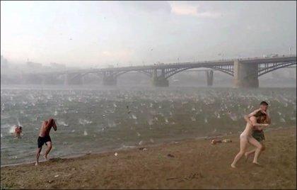Tremenda granizada repentina que cayó en una 'playa' de Siberia