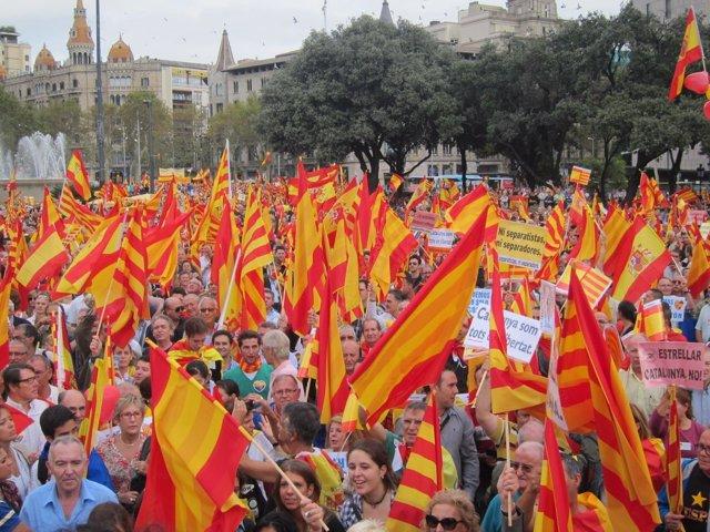 Manifestación antiindependentista en Barcelona por la Hispanidad 2012