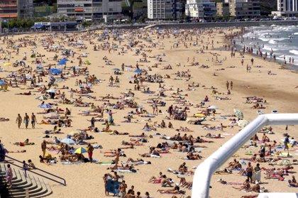 El Ayuntamiento pide a Costas la reubicación de las hamacas de las playas del Sardinero