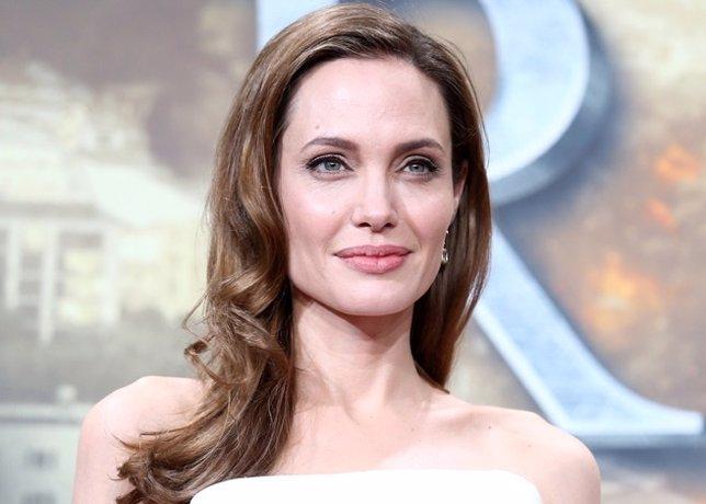 Angelina Jolie a muerte, difamación de adicciones, y violación de privacidad