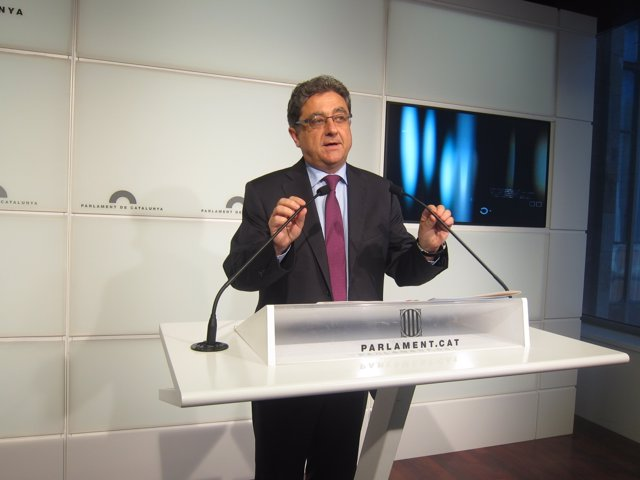 El portavoz del PP en el Parlament, Enric Millo, en rueda de prensa