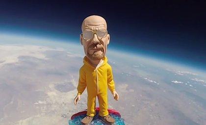 VÍDEO   Walter White (Breaking Bad) llega al espacio