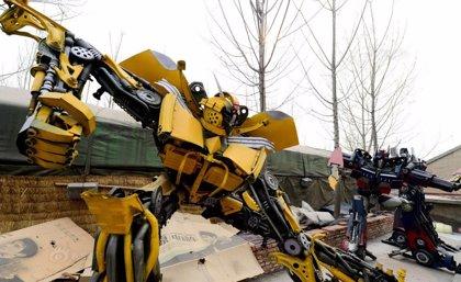 Unos granjeros chinos construyen 100 Transformers