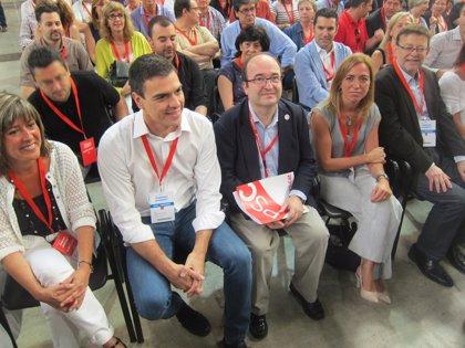 """Sánchez exige a Rajoy y Mas dejarse de """"reproches"""" y abordar la reforma constitucional"""