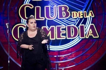 Falete se sube al escenario de El Club de la comedia