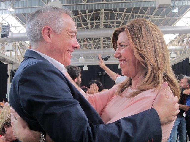 Pere Navarro abraza a Susana Díaz PSC PSOE congreso extraordinario
