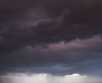 Las temperaturas siguen bajando este domingo, con tormentas en el Cantábrico oriental