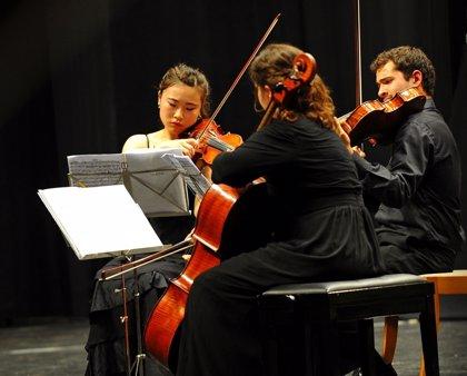 El armenio Zorik Tatevosyan se pone al frente del octeto de cuerda que interpreta esta tarde a Shostakovich