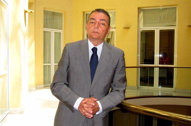El presidente de la CEV, Salvador Navarro, en la sede de la patronal provincial.