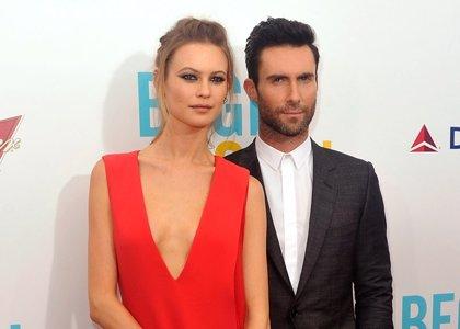 Adam Levine y Behati Prinsloo ya son marido y mujer
