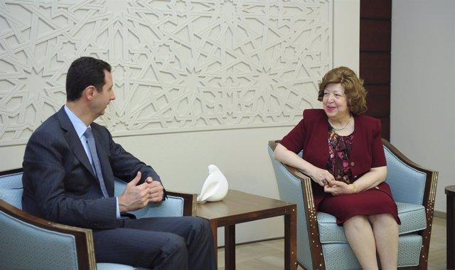 El presidente sirio Al-Assad con Najah al-Attar.