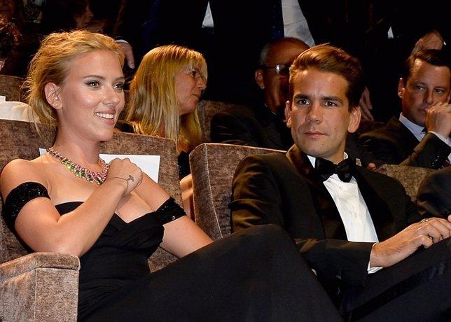 Scarlett Johanson y su prometido se casarán en agosto