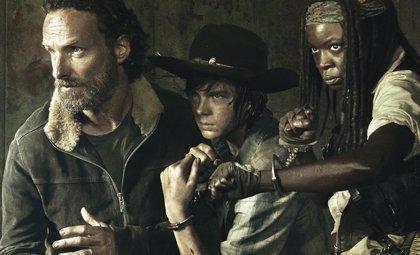 Los supervivientes listos para luchar en el cartel The Walking Dead