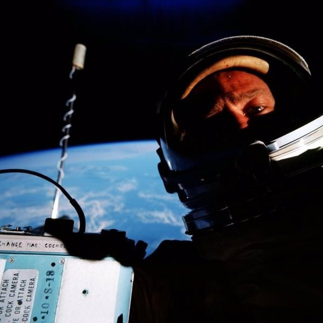 Buzz Aldrin tomó la primera 'selfie' espacial
