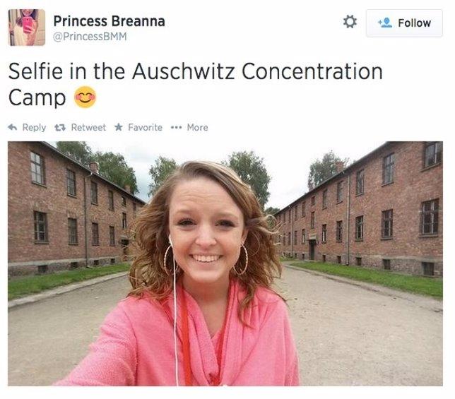 Selfie en el Campo de Concentración Nazi