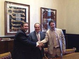 El conseller J.M.Pelegrí, en la firma de un convenio para fomentar la biomasa