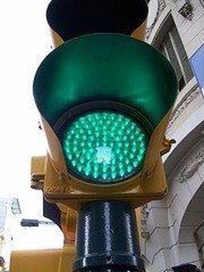 Investigadores buscan la ruta óptima entre semáforos de ciudades
