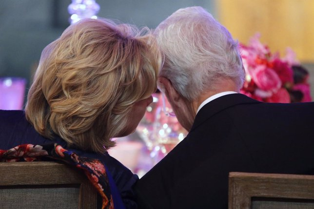 The Clintons talk at a dinner in honor of Presidential Medal of Freedom awardees