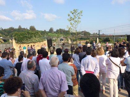 Emoción, agradecimiento y voces pidiendo justicia recuerdan a las víctimas en Angrois en el primer aniversario