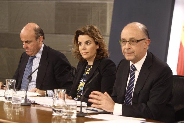 Guindos, Santamaría y Montoro tras el Consejo de Ministros