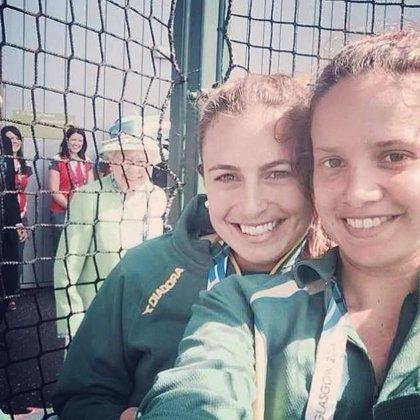 La reina de Inglaterra hace 'Photobomb' en la 'selfie' de una atleta