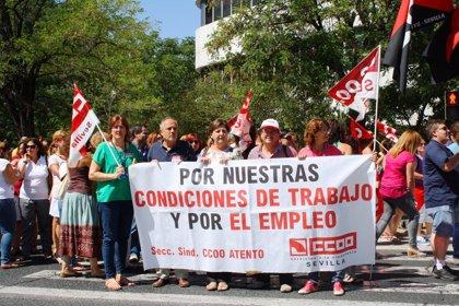 El pleno defiende a las plantillas de Cartuja 93, Correos, el metro y Atento