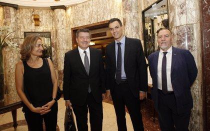 Pedro Sánchez comunica al director de la OIT que derogará la reforma laboral si llega al Gobierno