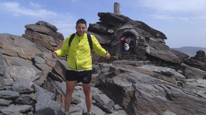 Un padre de Jaén difunde en tres meses mensajes para sensibilizar sobre el autismo desde una docena de cumbres