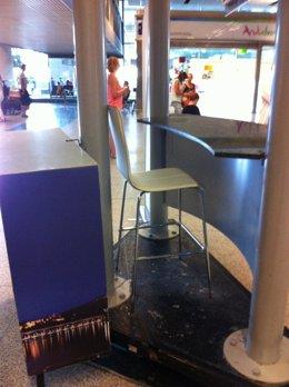 Punto de información turística en el aeropuerto de Málaga