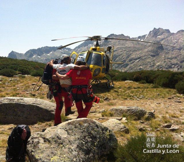 Rescatado un montañero herido en el Alto de Barrerones (Gredos)