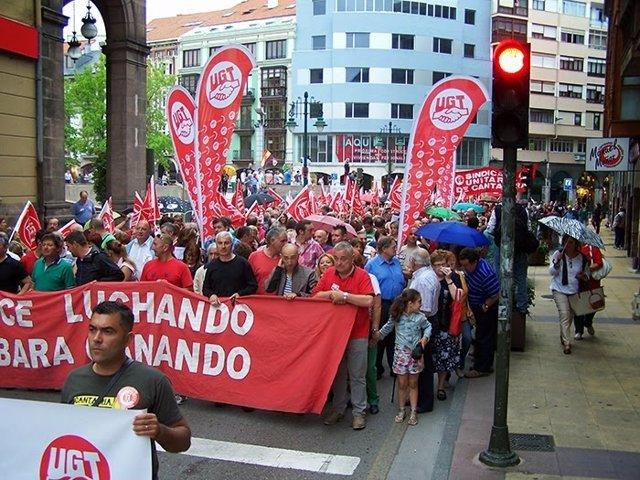 Los trabajadores de Sniace en la manifestación del 18 de julio