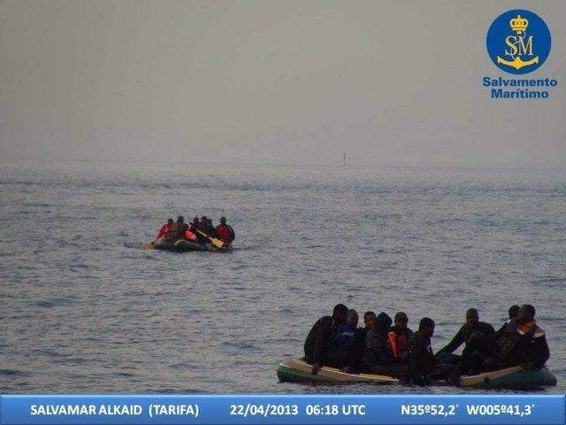 Rescate de inmigrantes en el Estrecho por la Salvamar Alkaid