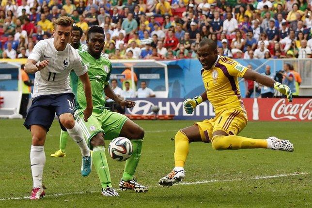 Yobo marca en propia puerta en el Francia-Nigeria
