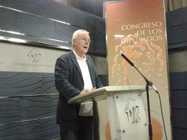 Cayo Lara (IU) cree que el Parlamento catalán debe retirar a Jordi Pujol su sueldo vitalicio si no renuncia a él