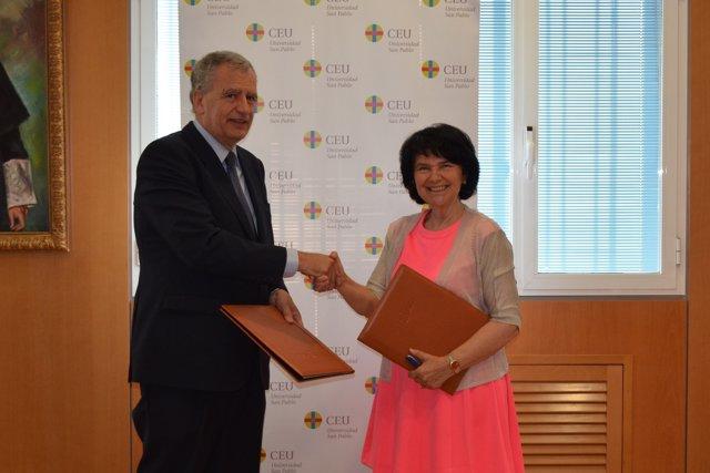 La presidenta de ASEBIO con el rector de la Universidad  CEU San Pablo