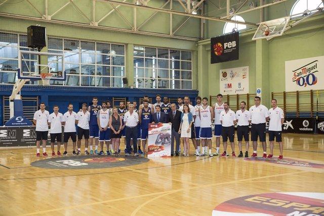 Ignacio González y Lucía Fígar visitaron a la selección española de basket