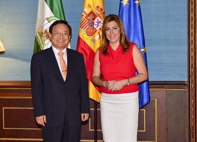 Díaz, junto al embajador de Corea del Sur