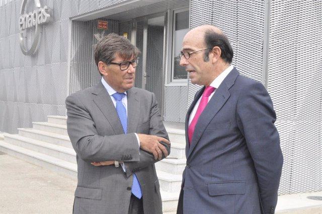 El consejero Arturo Aliaga y el consejero delegado de Enagás, Marcelino Oreja.