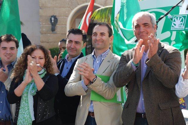 Antonio Jesús Ruiz, junto a otros dirigentes del PA