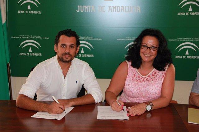 Firma del convenio entre IAJ y UPTA