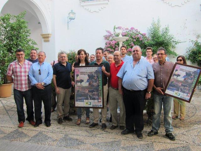 Ceballos, entre Osuna y Rueda, muestra el cartel con una delegación carcabulense